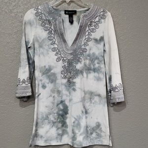 INC Boho Tribal V-neck Tie Dye gray top Size Small